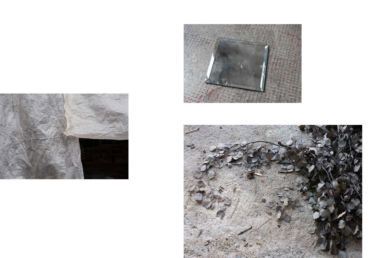 Lomé, Togo : grand marché. — Toulouse : miroir. — Sarajevo : feuilles séchées.