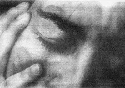 Portrait: écrasé, jeune femme, douleur, pleurs, violences faites aux femmes, agressions.
