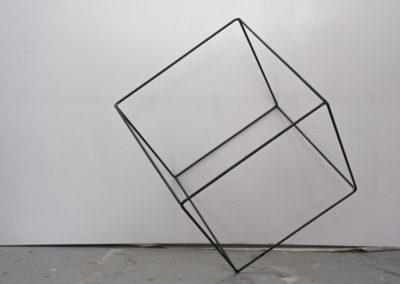 Cube: sculpture, cage, ISDAT, vide.